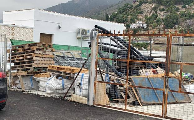 They denounce the presence of several bags with remains of asbestos in Frigiliana